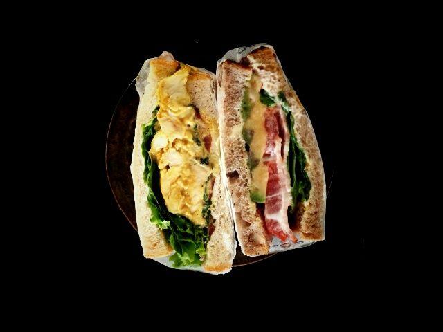 カレーチキンとミックススプラウドのサンドウィッチ