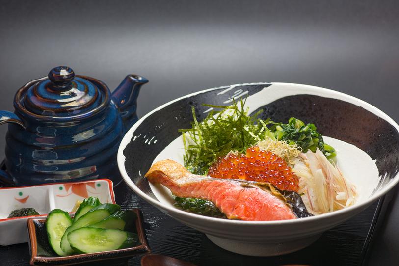 鮭と漬けイクラの海鮮茶漬け だよね。